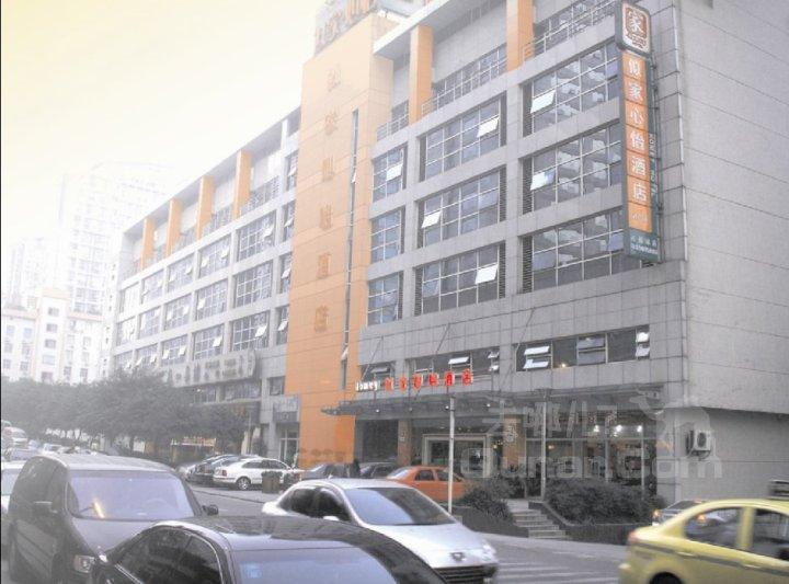 距重庆飞机场约40分钟车程,距火车站15分钟车程,距陈